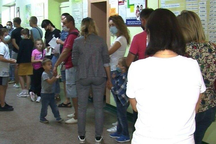 У Луцьку скасували обов'язковий медогляд школярів до 1 вересня