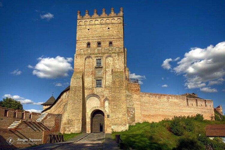 Волинський підприємець випускає туалетний папір із зображенням замку Любарта (Фото)