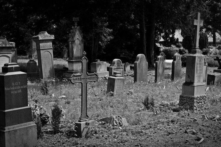 На Рівненщині вандали поглумилися над могилами (Фото)