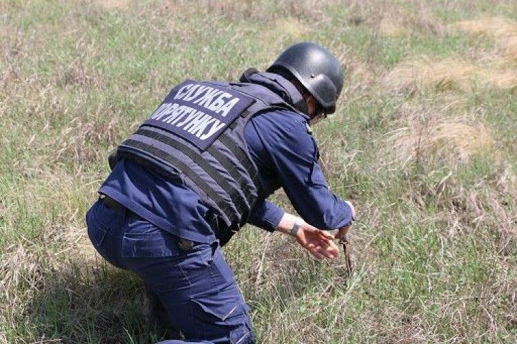 Житель Волині знайшов у полі 20-кілограмову авіабомбу