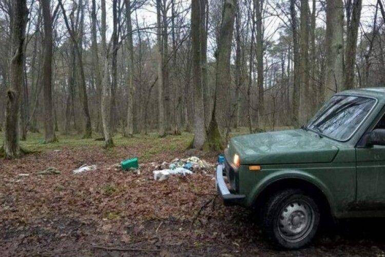 Оштрафували півсотні волинян, які залишили після себе сміття в лісі