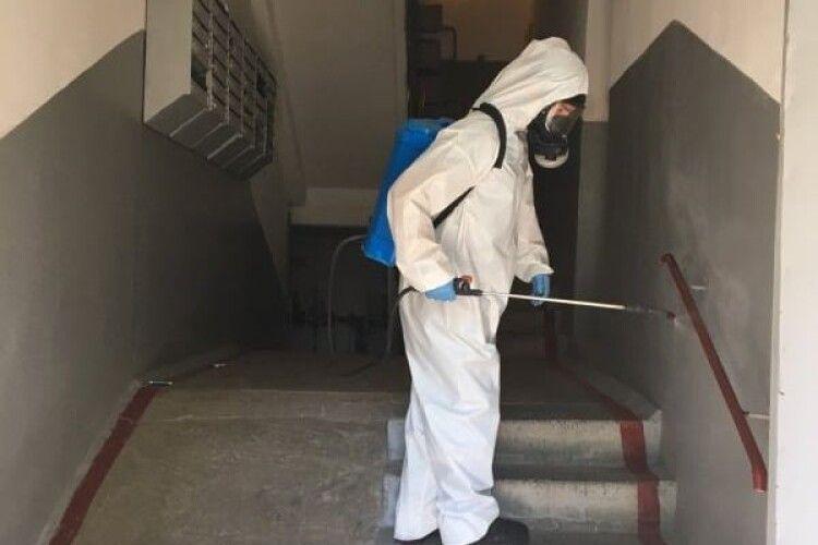 У Луцьку продезінфікували проти коронавірусу 26 об'єктів
