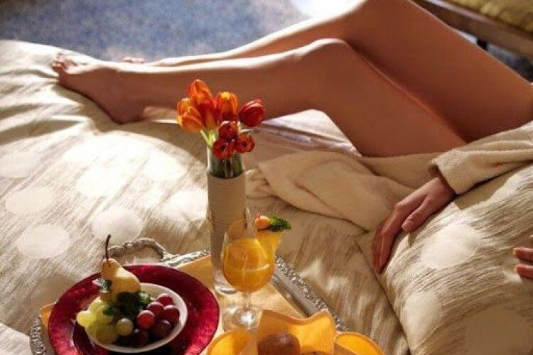 «Коли вона прокинеться, ви вже смажите млинці…»: поради «сильній половині» перед 8 березня