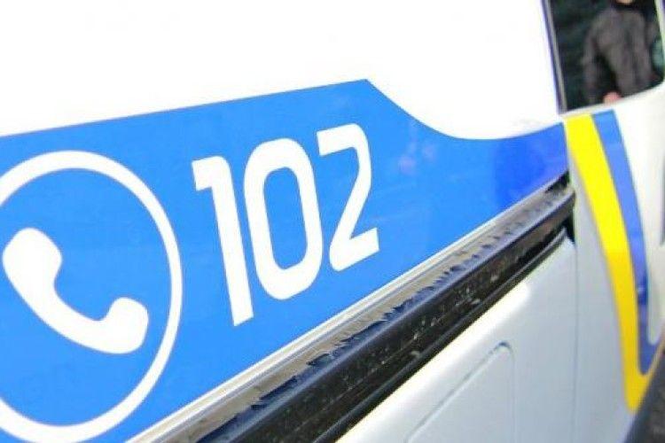 За скоєння ДТП у Луцькому районі поліцейські розшукують скутериста. Постраждала - в реанімації