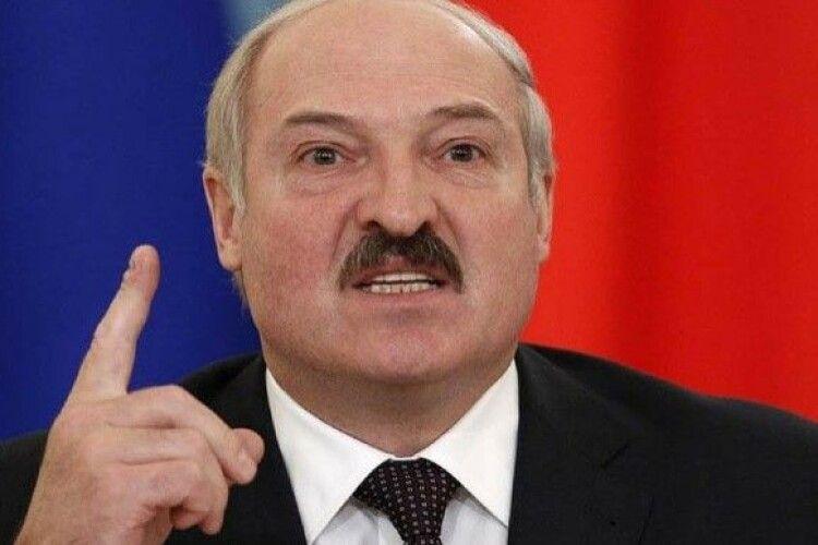 Лукашенко погрожує з понеділка закрити підприємства, на яких тривають страйки