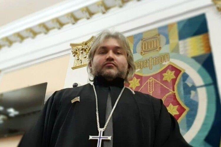 Священник скандально висловлювався про аборти: його відсторонили від богослужінь (Відео)