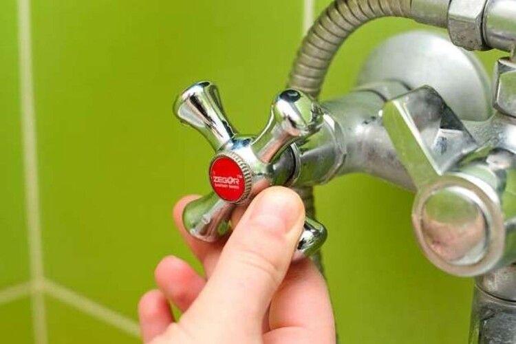 Лучани вимагають від міськради схаменутися, і не допустити відключення гарячої води в розпал пандемії коронавірусу