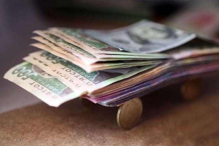 Хто в Україні заробляє від 20 тисяч гривень