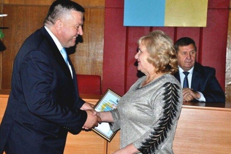 Камінь-каширські освітяни отримали почесні нагороди