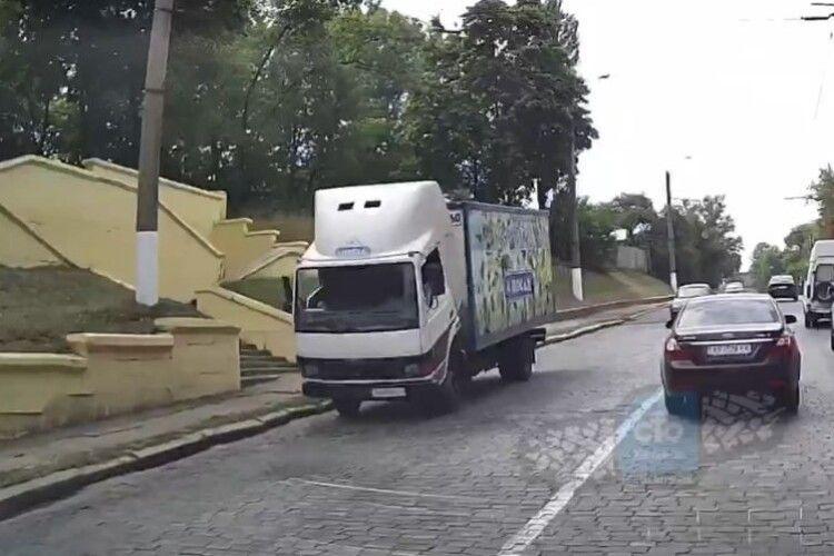 У вантажівки на ходу відірвалася кабіна, водій загинув: момент потрапив на камеру (Відео 18+)