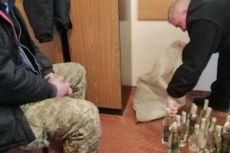 Рівненська поліція готуються до знищення 34-х літрів міцнющого «Самжене»