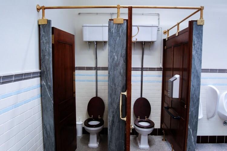 У Рівненській громаді повністю оновлять десять шкільних туалетів