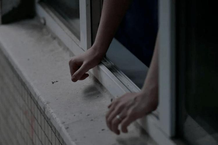 29-річна жінка залишила двомісячного малюка й вистрибнула з вікна