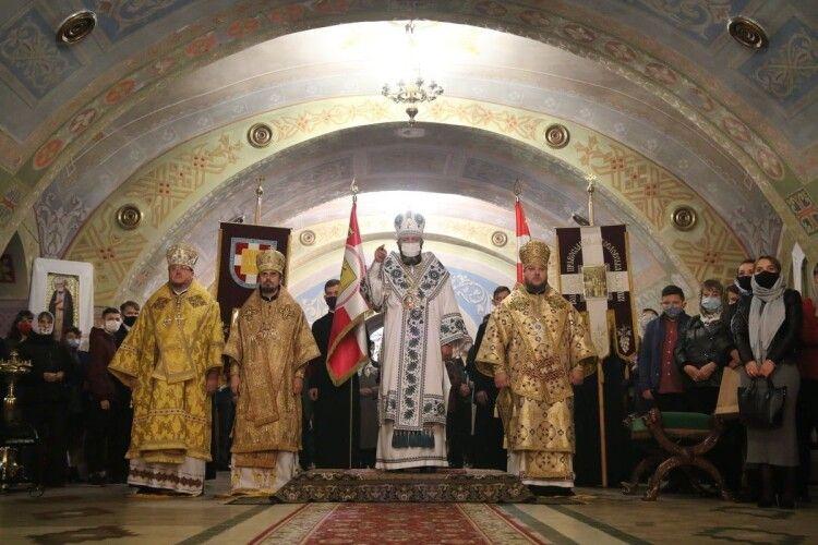 На всіх святих землі Волинської митрополитові Михаїлу в Луцьку співслужили ще три архієреї (Фото)