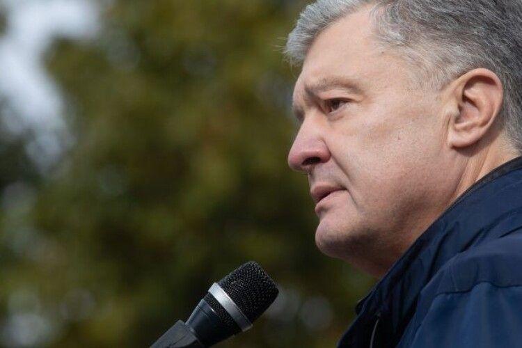 Кожен, хто фабрикує псевдозвинувачення проти патріотів, має за це відповісти – Порошенко у Львові
