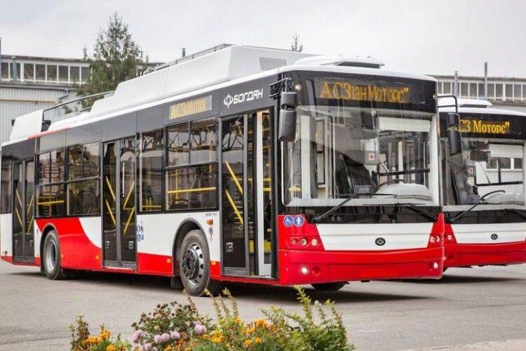 У Луцьку пофарбують та забрендують ще кілька тролейбусів