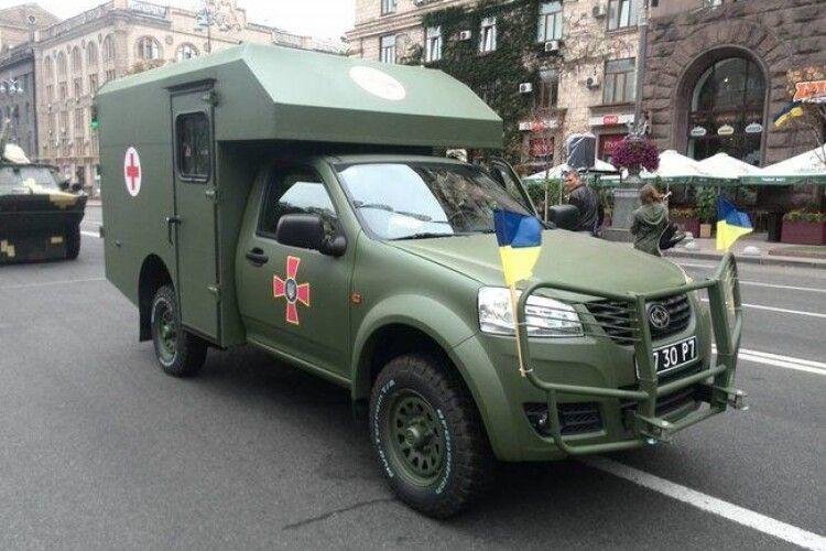 Шоу «Досягнення попередників»: військовий парад продемонстрував здобутки Порошенка й Турчинова - журналіст