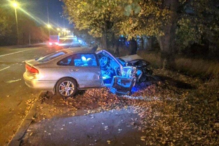 ДТП у Рівному: авто врізалось у дерево