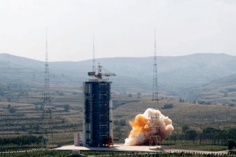 У Китаї запустили супутник для спостереження за Сонцем