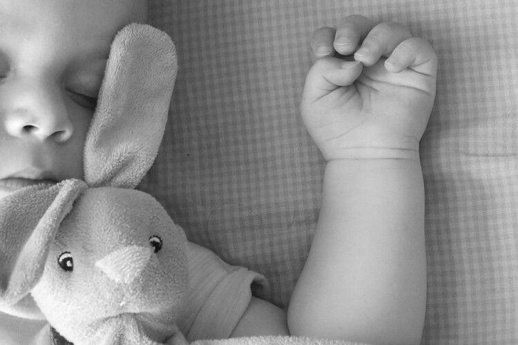 Жінка задушила власне немовля і три дні ховала його у купі мотлоху