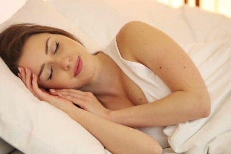 Лінь ні до чого. Вчені визначили, чому одні люди можуть спати менше за інших