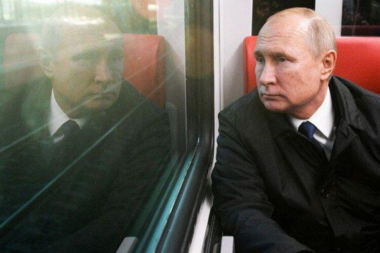 У Росії знайшли «третю дочку» Путіна, її мати – акціонер банку: відкрилися гучні деталі (Фото)