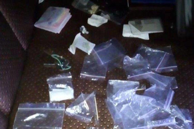 У Ковелі патрульні затримали особу з речовиною, схожою на наркотичну