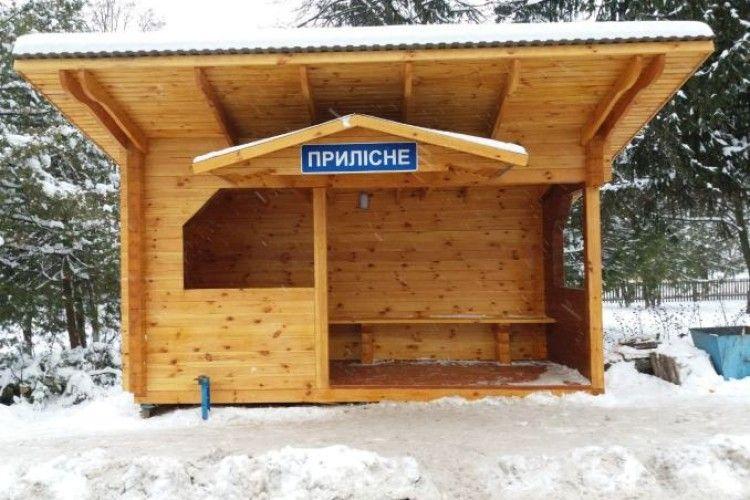 Новенька автозупинка у селі Прилісне – результат співпраці лісівників та громади