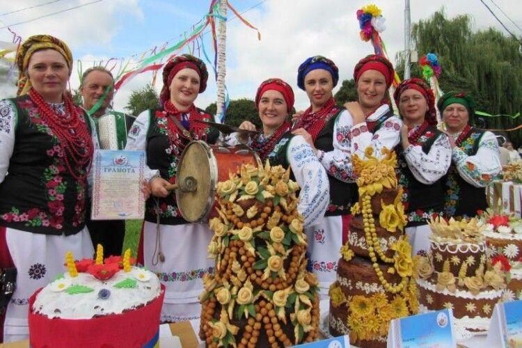 На Волині пройшов унікальний фестиваль «Український коровай-сузір'я» (Фото)