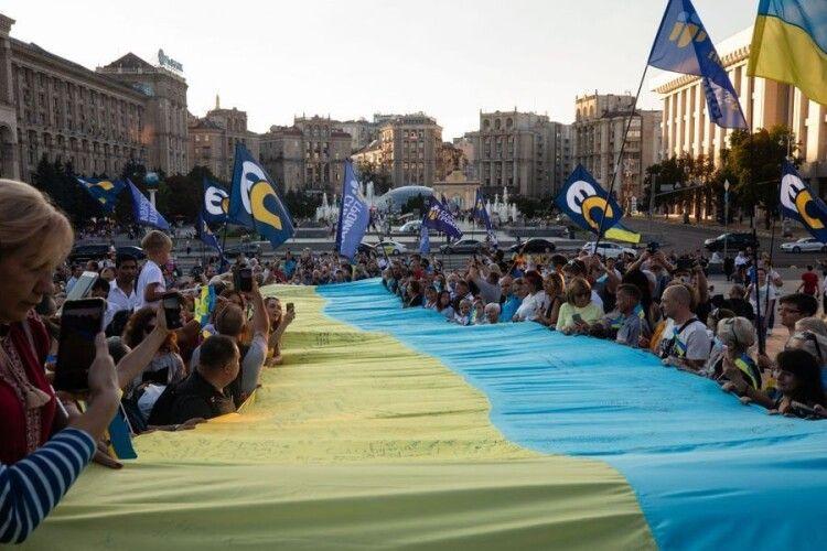 Порошенко: «Наш стяг гуртує українців по всьому світу»