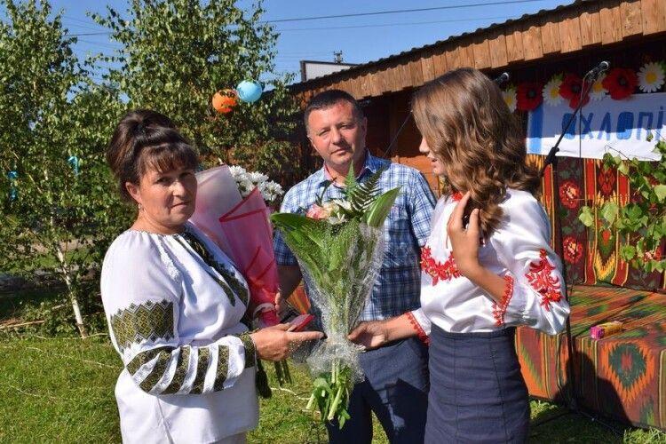 Волинcьку поштарку нагородили у День села