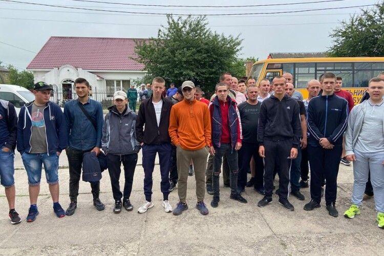 В Іваничах провели на службу новобранців