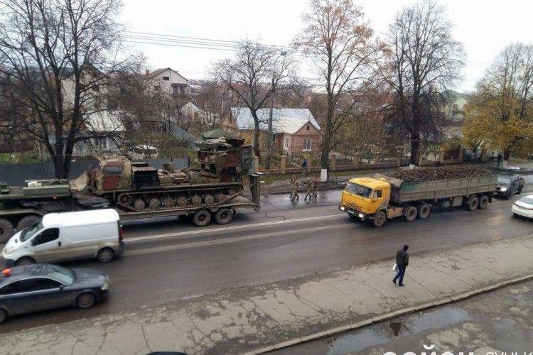 На Львівській військові обірвали тролейбусну лінію