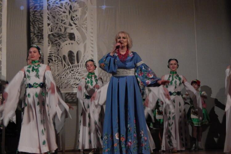 Відома волинянка співала про «коріння свого роду» й нагадала, куди ведуть найголовніші дороги (Відео, фото)