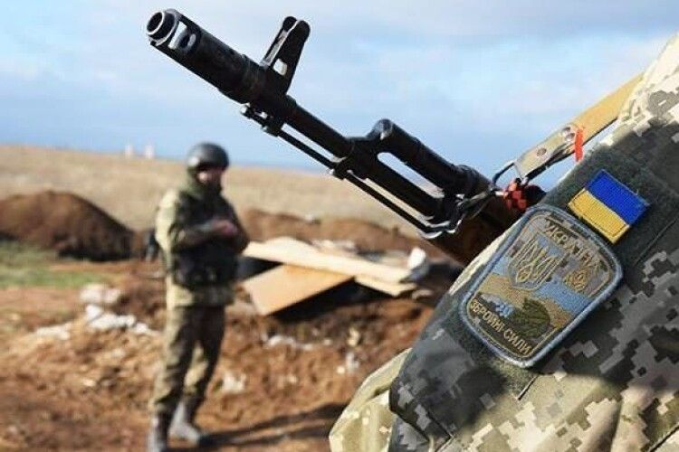 На Сході російські окупанти гатять з мінометів, гранатометів та кулеметів