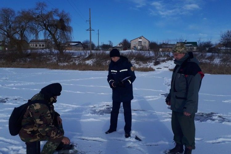 Волинські рятувальники спільно із рибоохоронним патрулем провели рейд на озері у Нововолинську