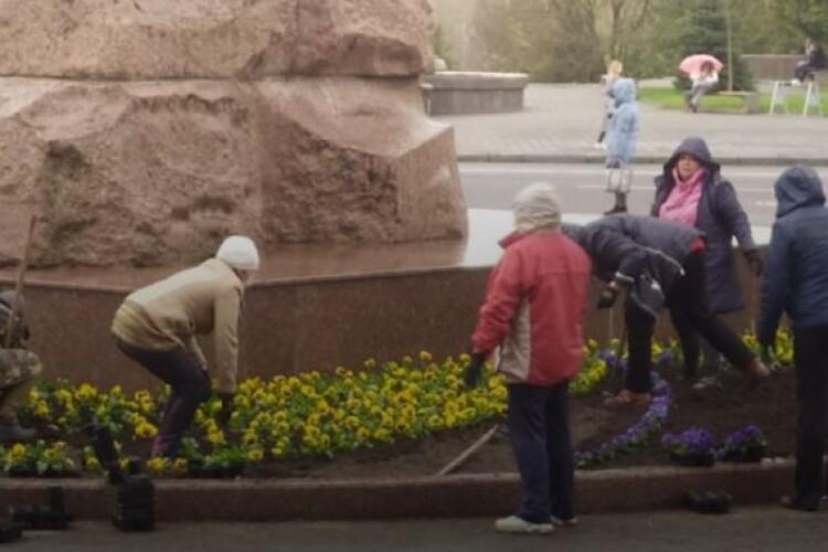 У волинському університеті до візиту Разумкова готувалися: посадили квіти і підготували 14-томник Лесі Українки