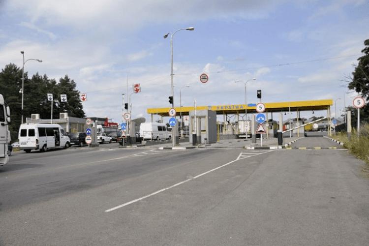 Спрацювала база даних Інтерполу: на «Ягодині» виявили викрадене за кордоном авто (Фото)