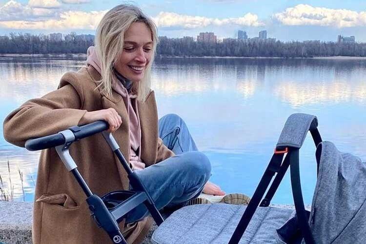 Василіса Фролова вперше стала мамою у43роки: «Наші стосунки розпочалися змоєї вагітності»