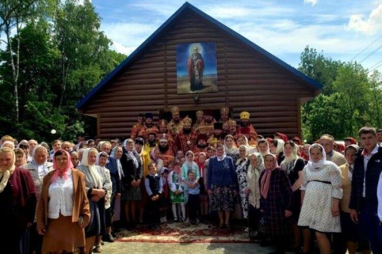Після релігійного конфлікту в селі на Рівненщині магазин перебудували у храм (Фото)