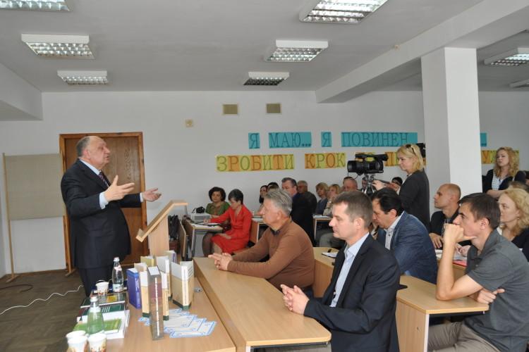 На Волині обговорювали, як перевірити чиновників на знання української мови