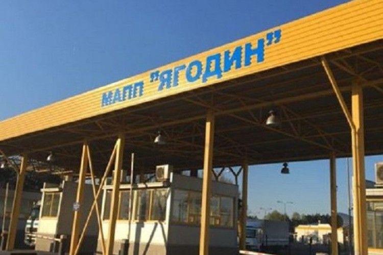 На українсько-польському кордоні - велика «тягучка» із вантажівок