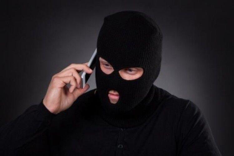Волинянин став жертвою телефонних шахраїв: продиктував їм номер своєї картки