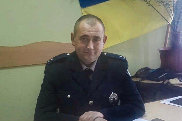 «Офіцер, який має честь...»: волинського копа привітали колеги та друзі
