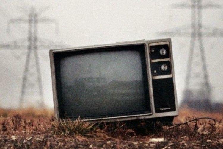 Відсьогодні по Україні відключають аналогове телебачення