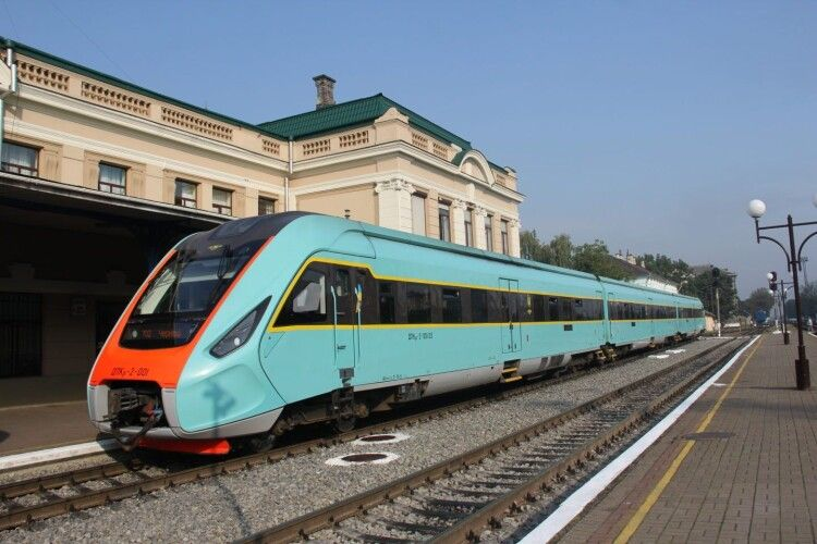 Поїзд Чернівці-Львів курсуватиме тепер до Луцька