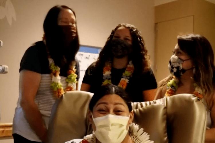 Гадки не мала, що вагітна: жінка народила в літаку (Відео)