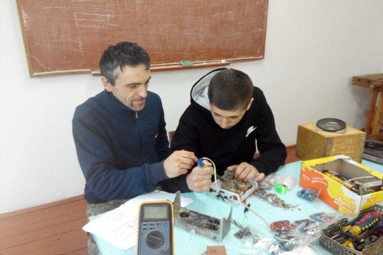 На Маневиччині учасник АТО готує винахідників
