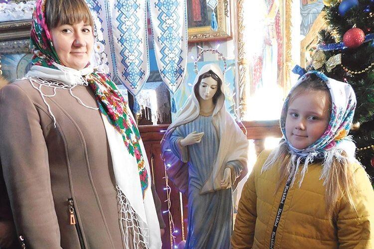 Волинянка привезла  до свого храму фігуру  Божої Матері аж із Боснії