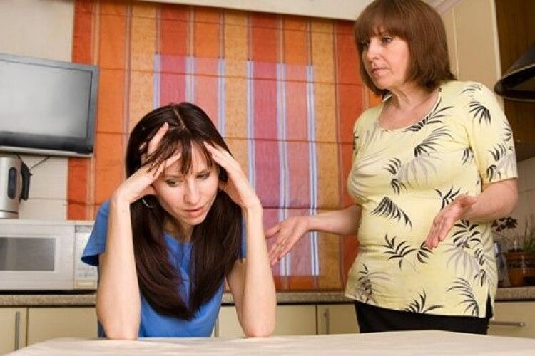 Невістка знущалася над свекрухою – сімейні сварки дійшли до суду